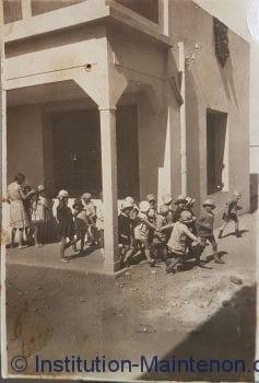 Cour en 1927